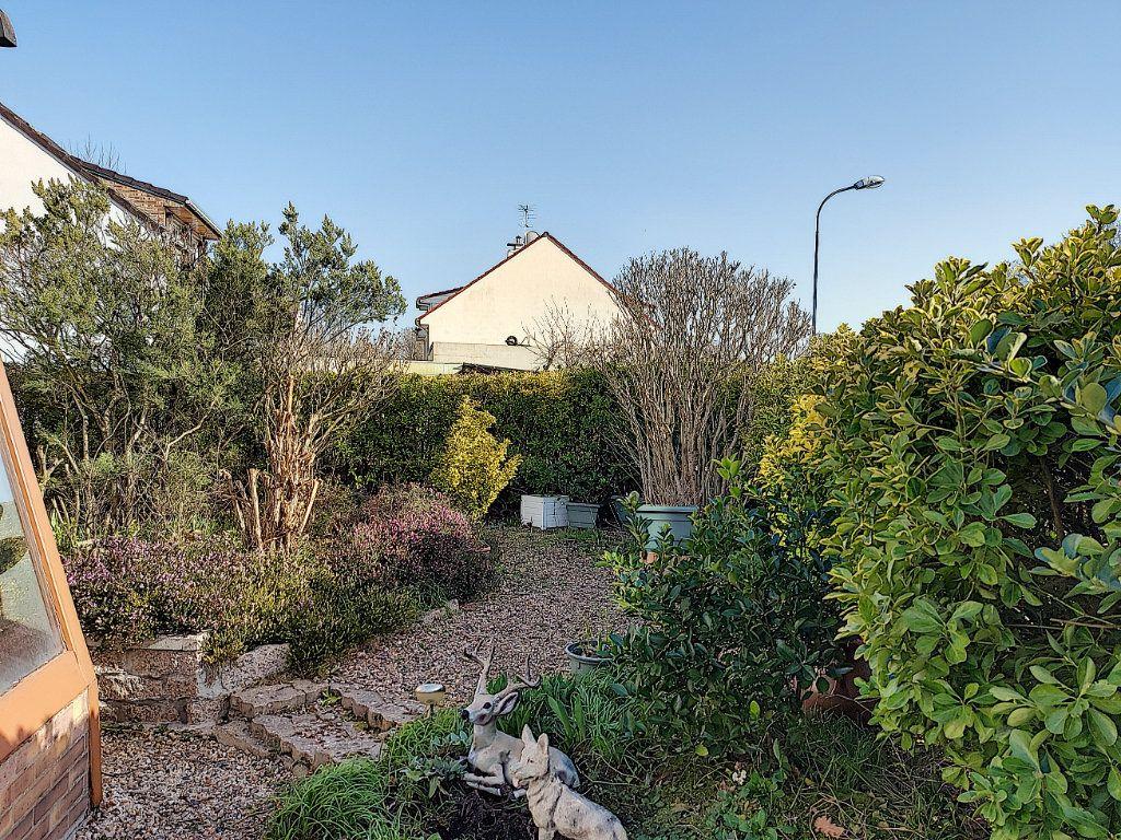 Maison à vendre 6 120m2 à Roissy-en-Brie vignette-2