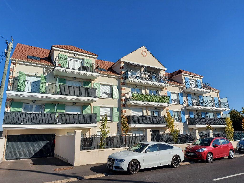 Appartement à louer 2 54m2 à Roissy-en-Brie vignette-1