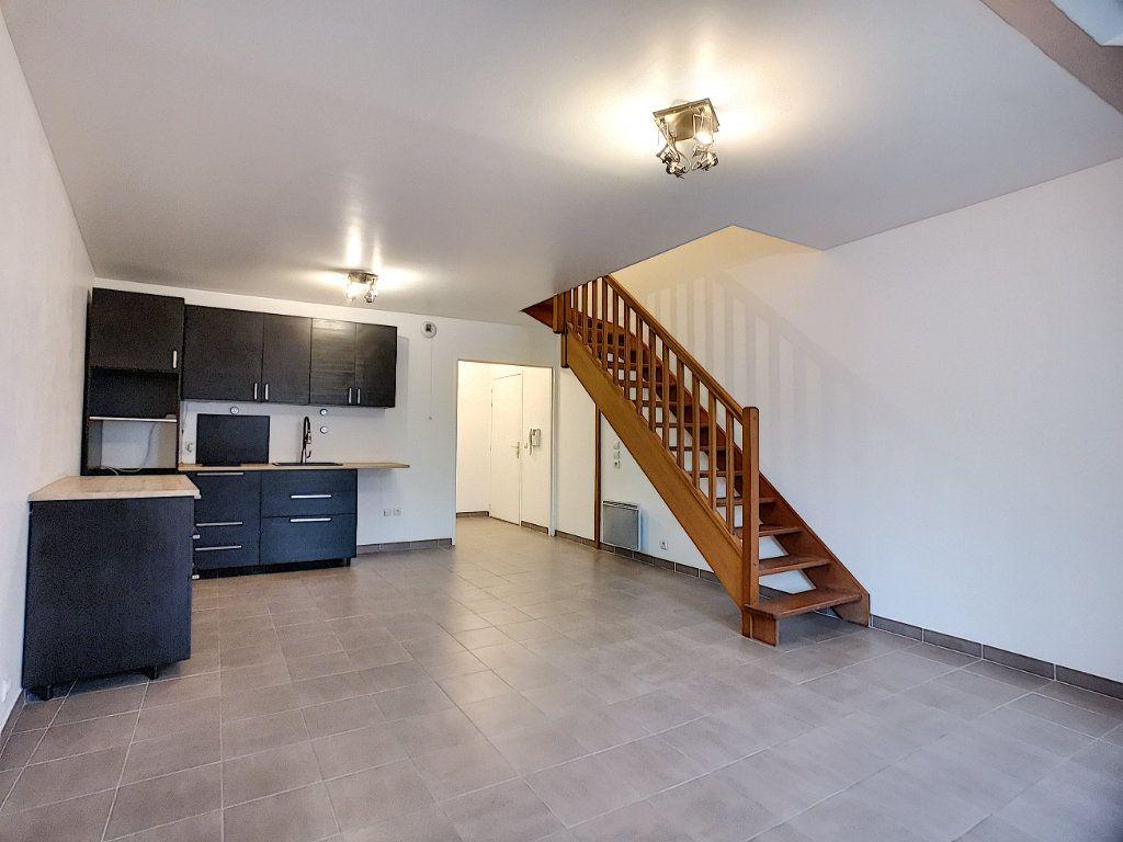 Appartement à vendre 2 51m2 à Gretz-Armainvilliers vignette-1