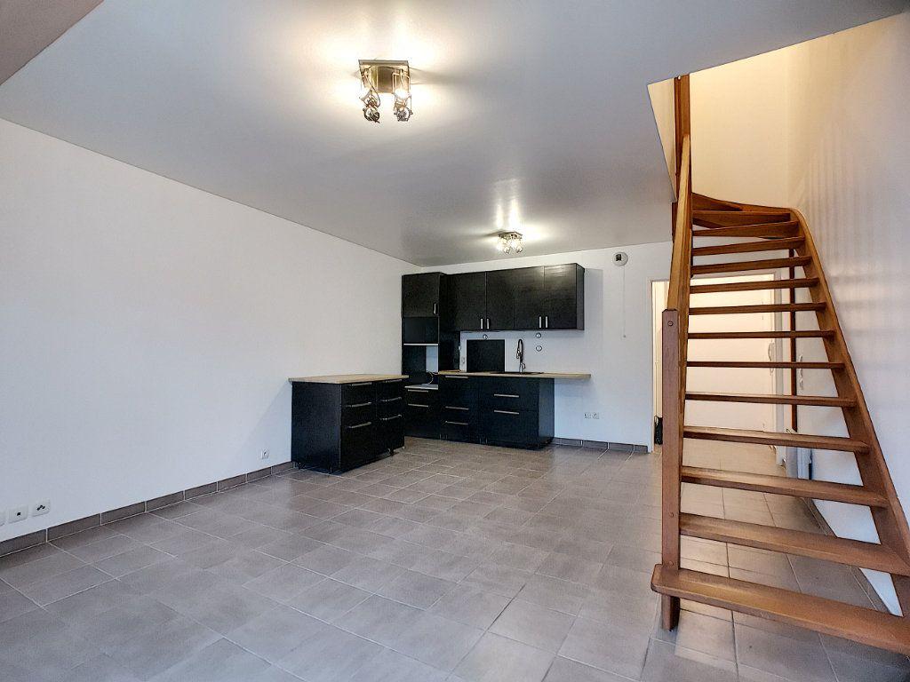 Appartement à vendre 2 51m2 à Gretz-Armainvilliers vignette-3