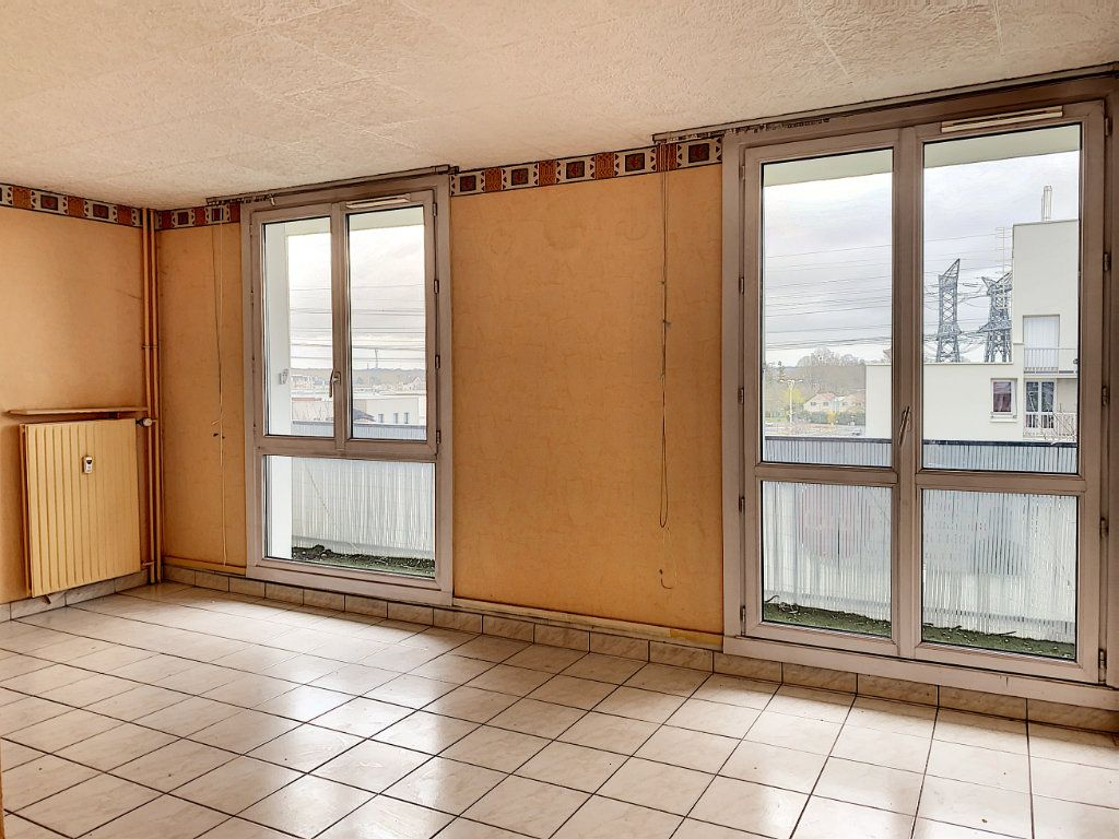 Appartement à vendre 3 67m2 à Roissy-en-Brie vignette-2