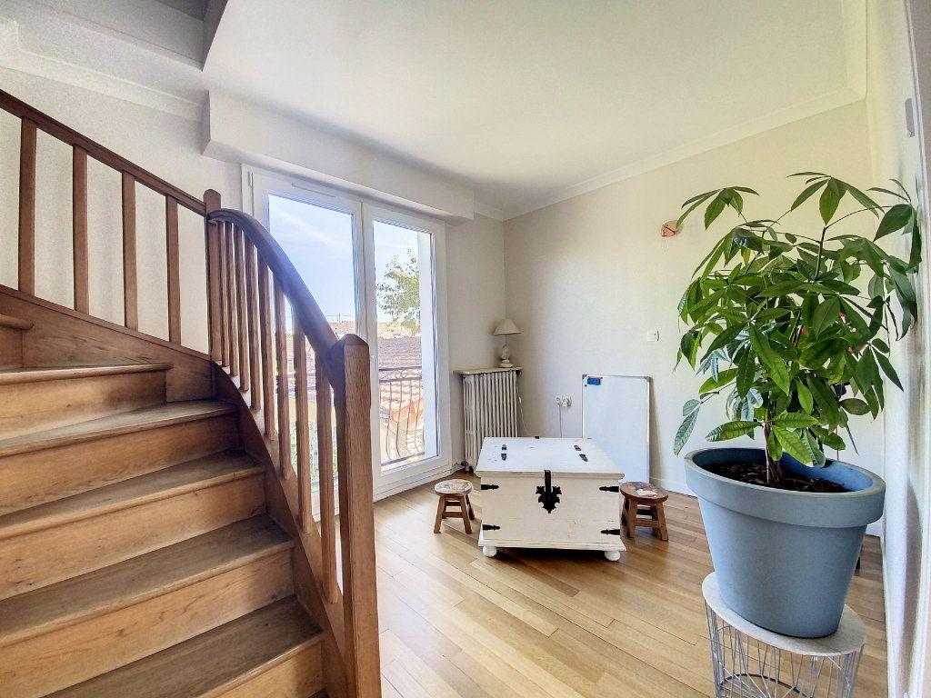 Maison à vendre 5 100m2 à Roissy-en-Brie vignette-5