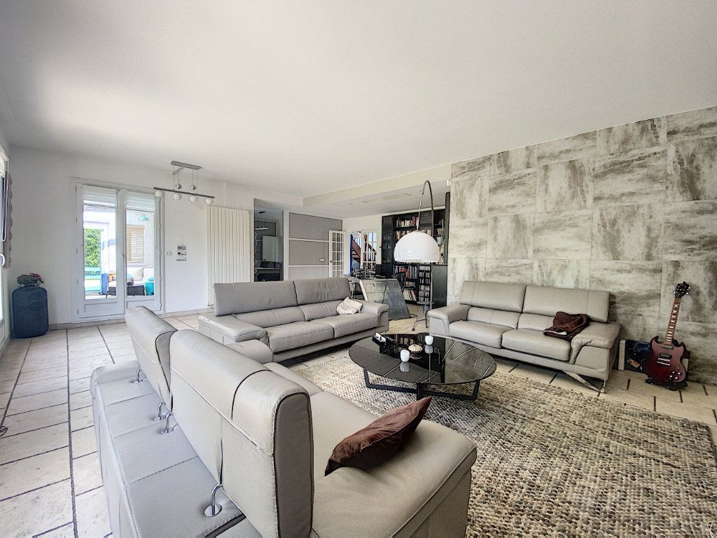 Maison à vendre 8 233m2 à Ozoir-la-Ferrière vignette-3