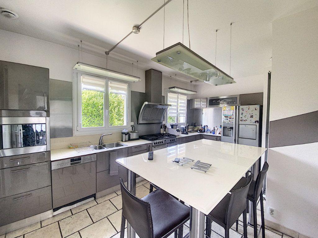 Maison à vendre 8 233m2 à Ozoir-la-Ferrière vignette-5