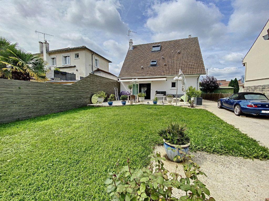 Maison à vendre 5 115m2 à Ozoir-la-Ferrière vignette-7