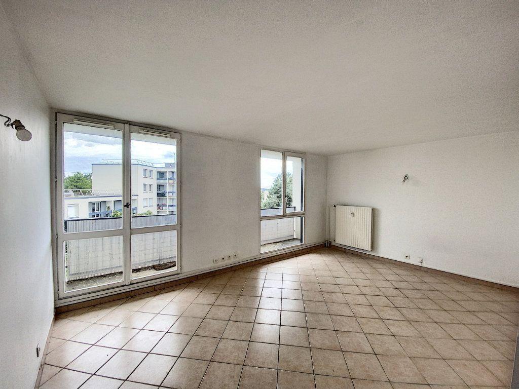 Appartement à vendre 3 67.69m2 à Roissy-en-Brie vignette-2