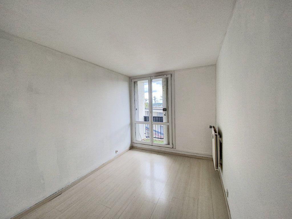 Appartement à vendre 3 67.69m2 à Roissy-en-Brie vignette-4