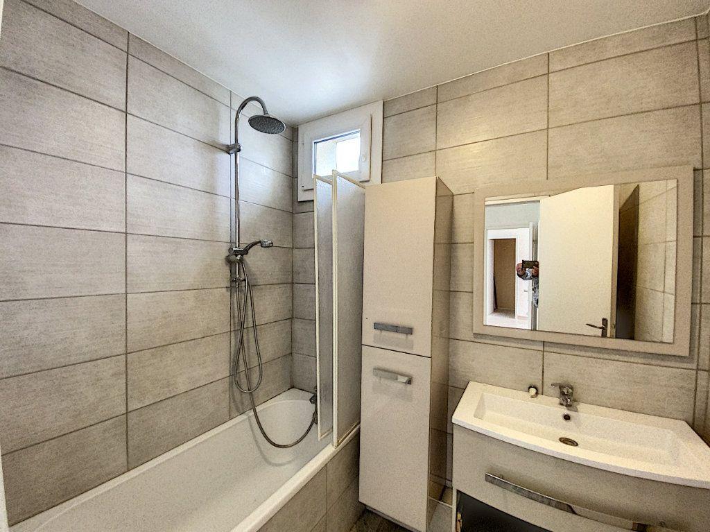 Appartement à vendre 3 67.69m2 à Roissy-en-Brie vignette-6
