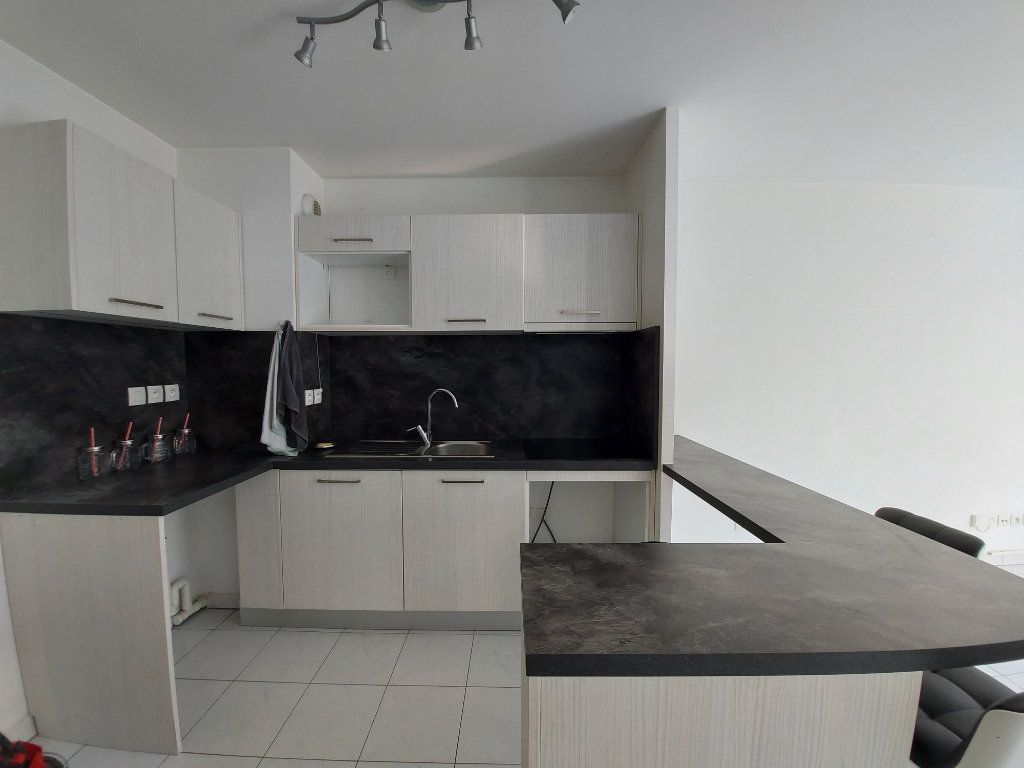 Appartement à louer 2 36.5m2 à Ozoir-la-Ferrière vignette-3
