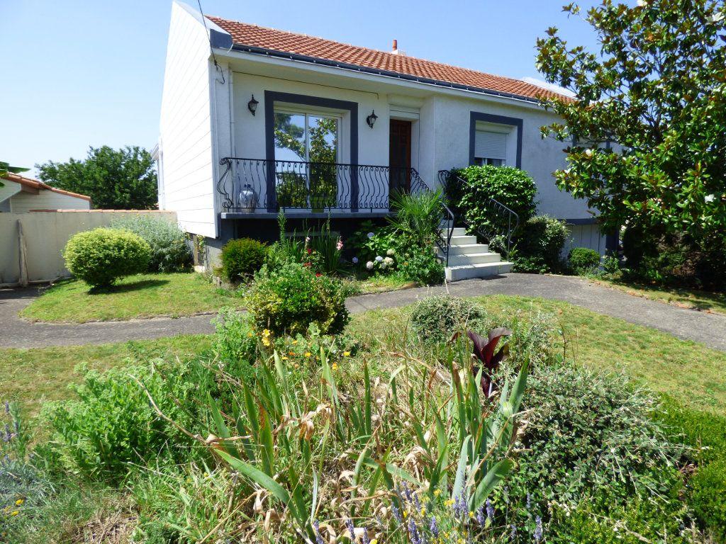 Maison à vendre 6 190m2 à Les Sorinières vignette-1