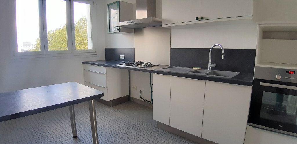 Appartement à vendre 3 72m2 à Nantes vignette-2