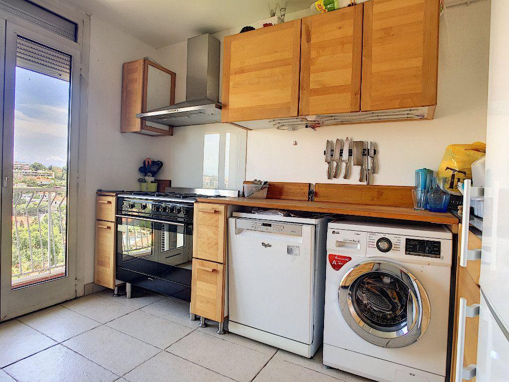 Appartement à vendre 3 71.92m2 à Antibes vignette-3