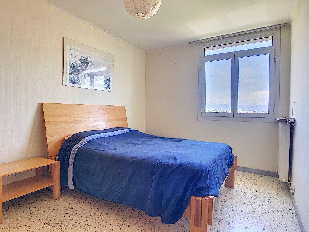 Appartement à vendre 3 71.92m2 à Antibes vignette-4
