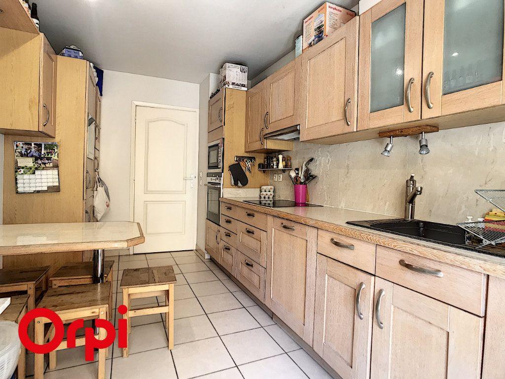 Appartement à vendre 4 113m2 à Nice vignette-2