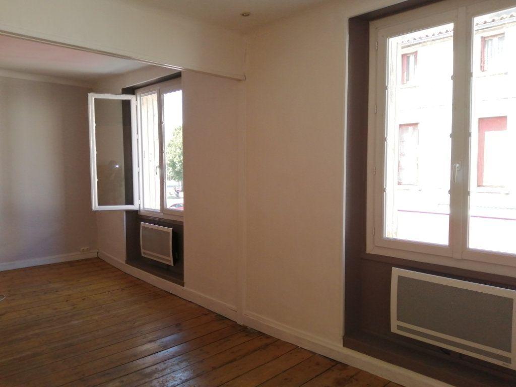 Appartement à louer 4 96.35m2 à Rochefort vignette-1