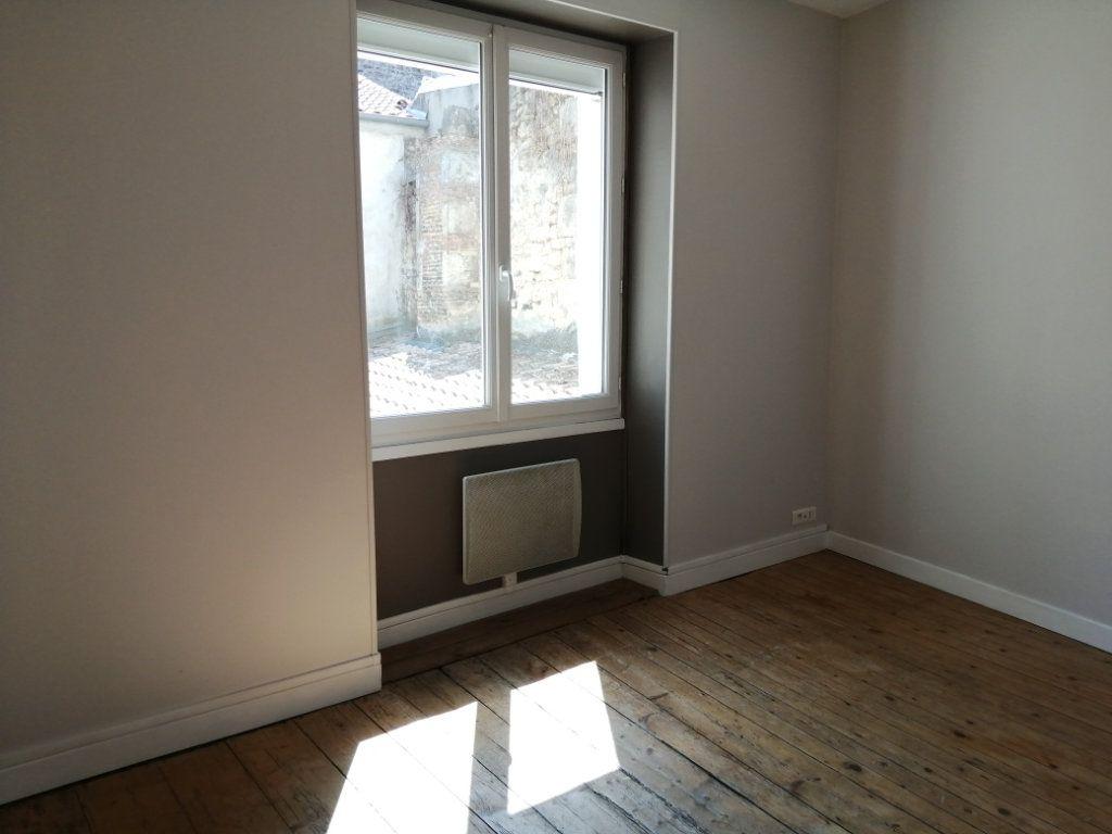 Appartement à louer 4 96.35m2 à Rochefort vignette-9