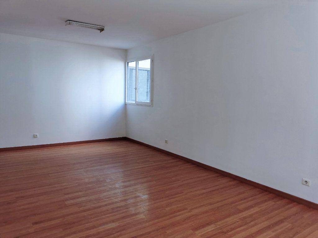 Appartement à louer 4 89.3m2 à Vitry-sur-Seine vignette-3