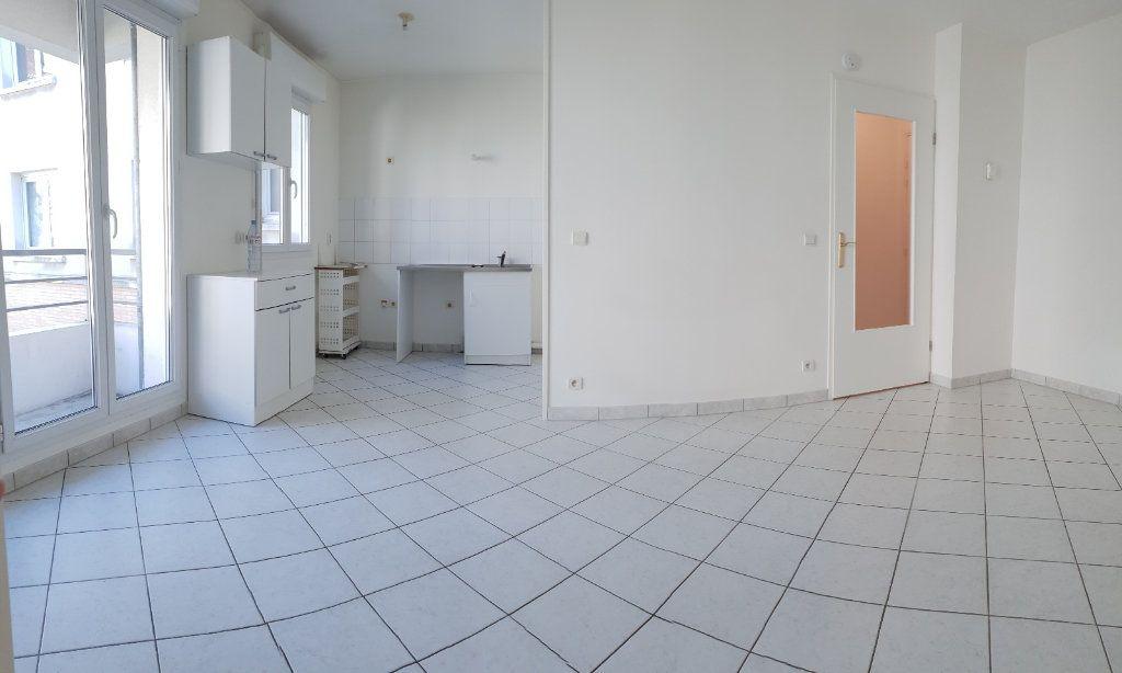 Appartement à louer 2 38m2 à Ivry-sur-Seine vignette-2