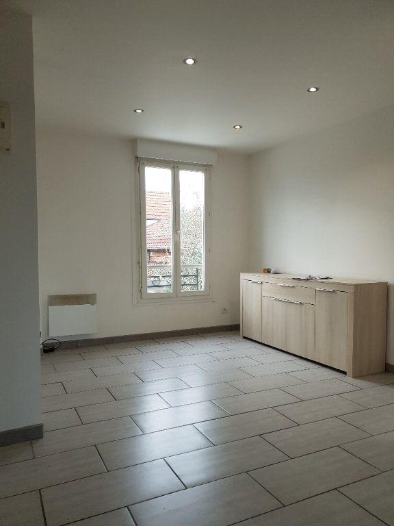 Appartement à louer 2 33.42m2 à Ivry-sur-Seine vignette-1