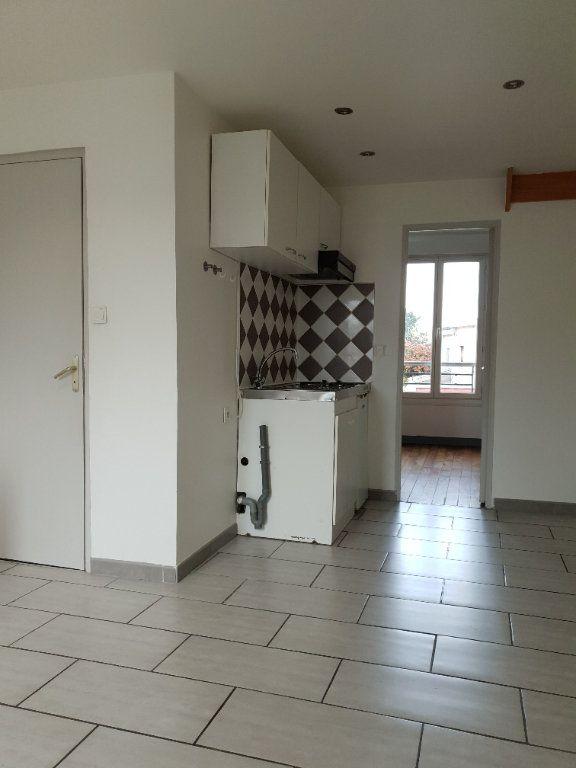Appartement à louer 2 33.42m2 à Ivry-sur-Seine vignette-2