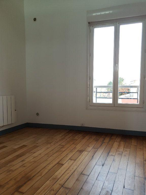Appartement à louer 2 33.42m2 à Ivry-sur-Seine vignette-3