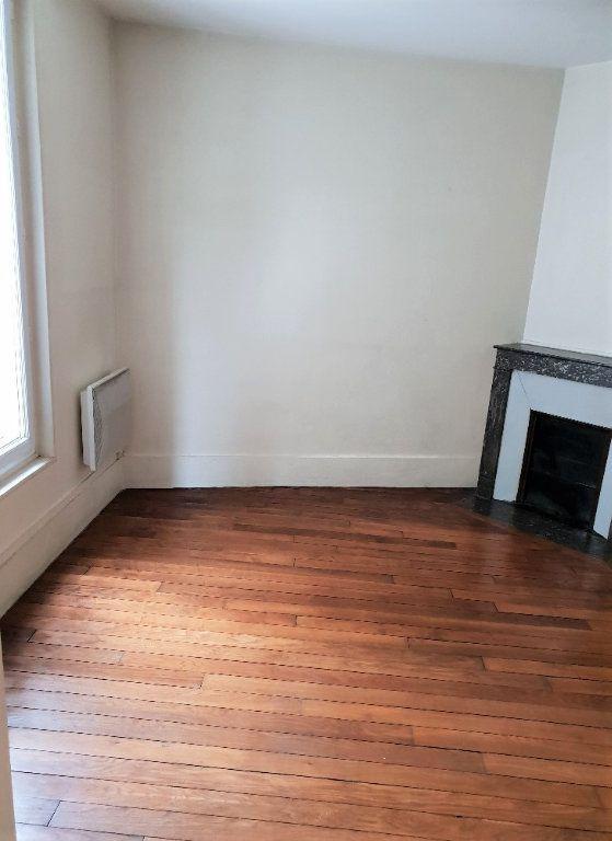 Appartement à louer 2 35.3m2 à Ivry-sur-Seine vignette-2