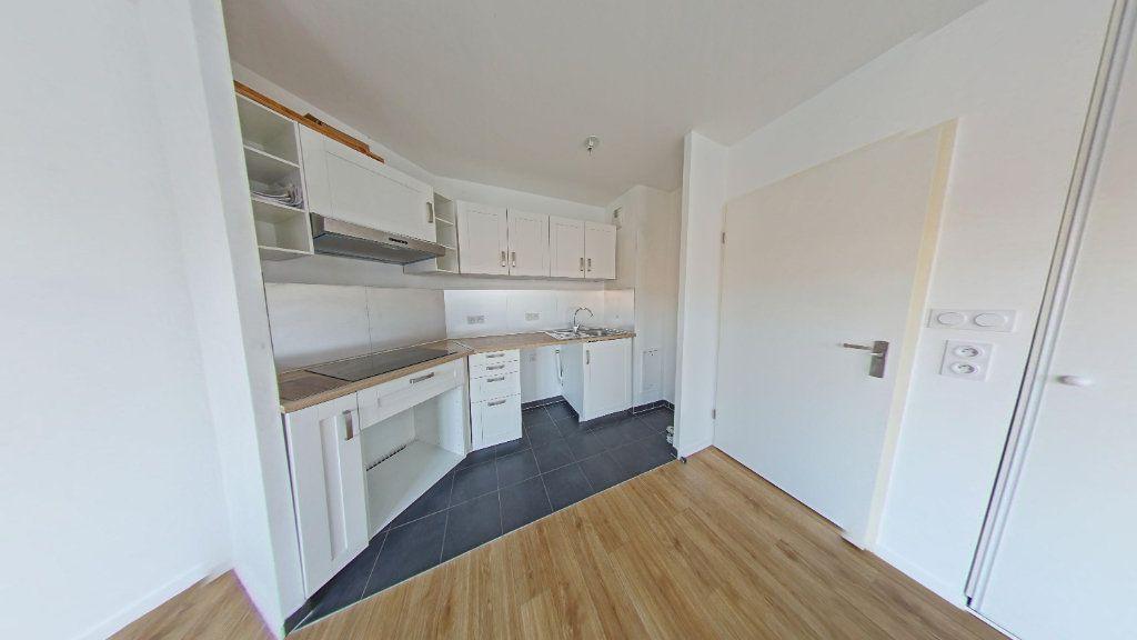 Appartement à louer 3 61.69m2 à Fontenay-le-Fleury vignette-1