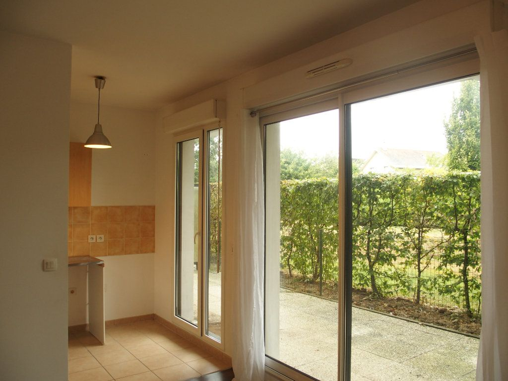 Appartement à louer 2 42m2 à Bois-d'Arcy vignette-3