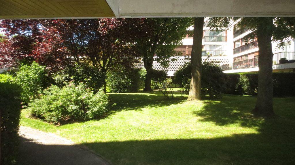 Appartement à louer 1 22m2 à Fontenay-le-Fleury vignette-6