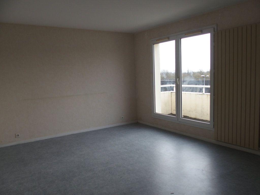 Appartement à louer 3 62m2 à Saint-Cyr-l'École vignette-1