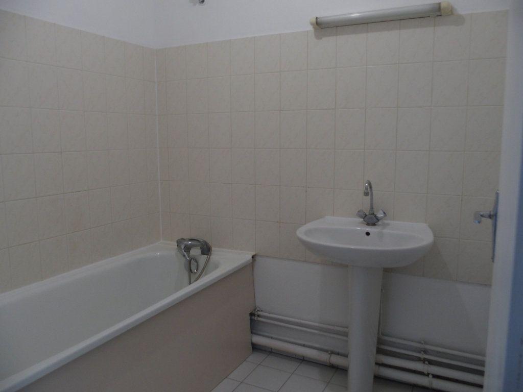 Appartement à louer 3 62m2 à Saint-Cyr-l'École vignette-4