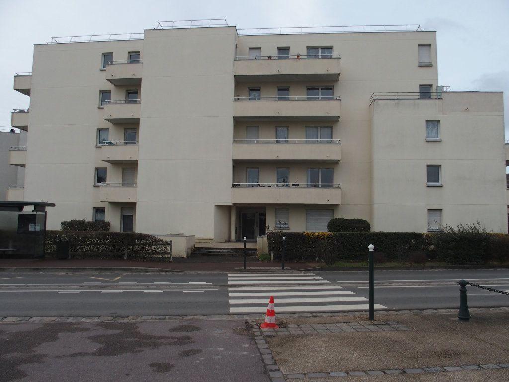 Appartement à louer 2 47m2 à Saint-Cyr-l'École vignette-1