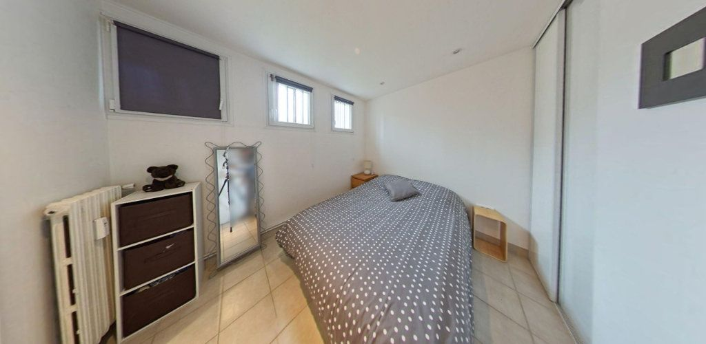 Appartement à vendre 2 31.5m2 à Saint-Cyr-l'École vignette-4