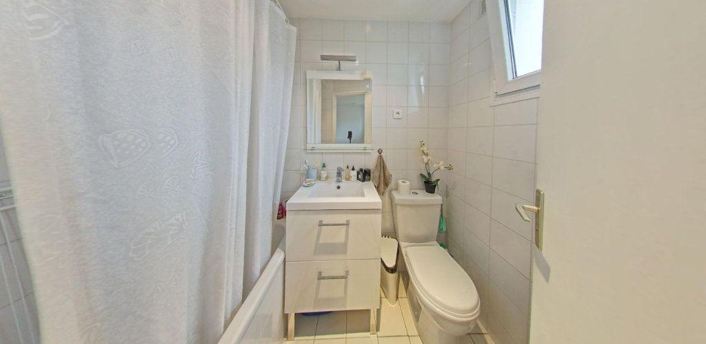 Appartement à vendre 2 31.5m2 à Saint-Cyr-l'École vignette-5