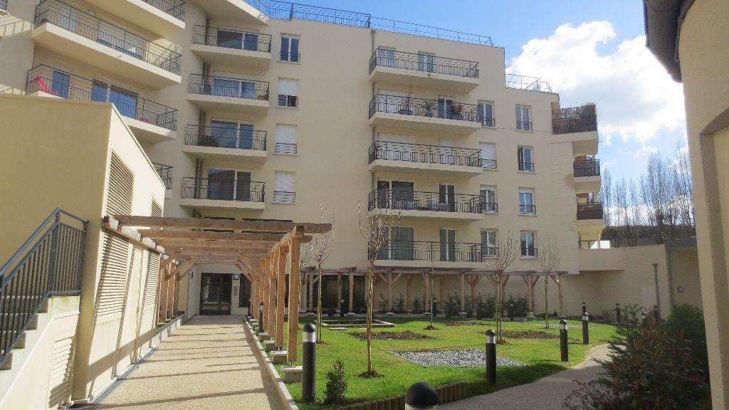 Appartement à louer 2 41.5m2 à Fontenay-le-Fleury vignette-1