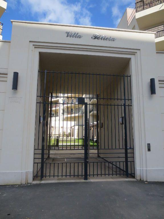 Appartement à louer 2 41.5m2 à Fontenay-le-Fleury vignette-6