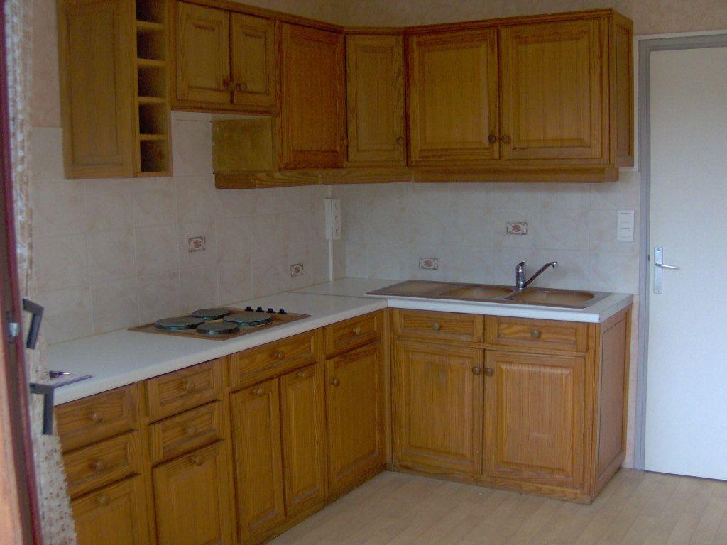 Appartement à louer 1 27m2 à Fontenay-le-Fleury vignette-2