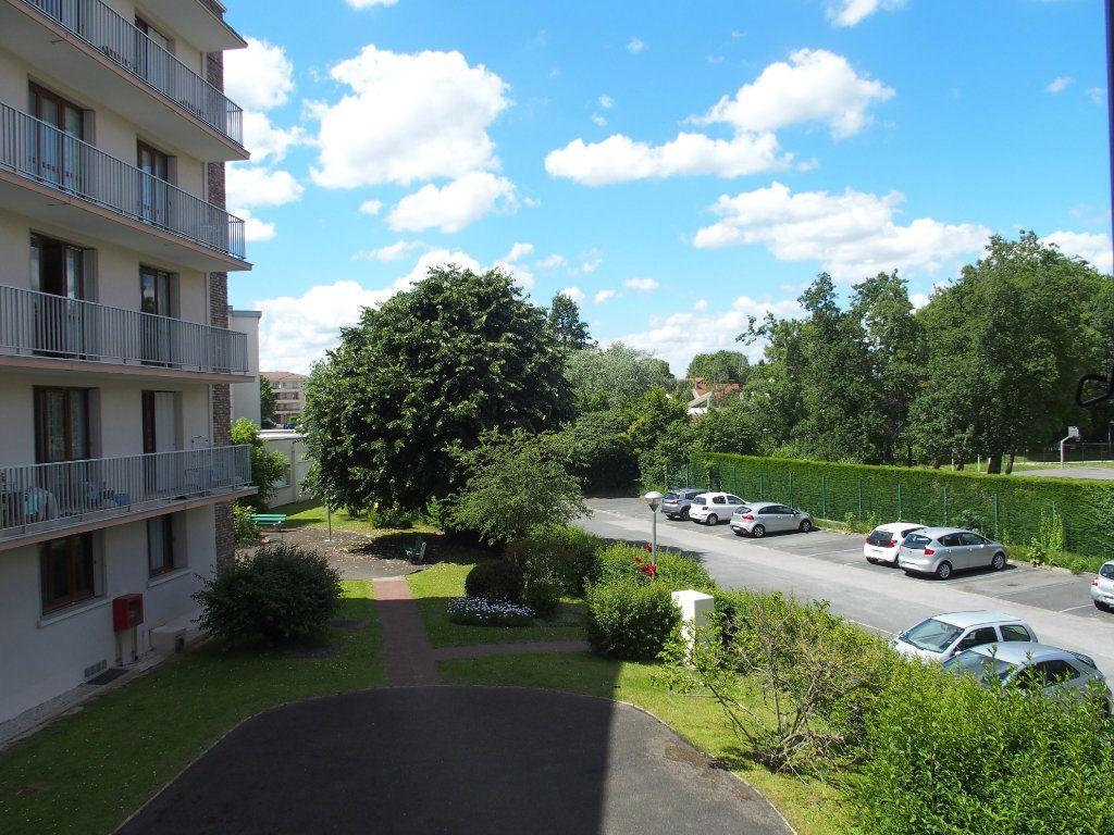Appartement à louer 1 32m2 à Fontenay-le-Fleury vignette-1