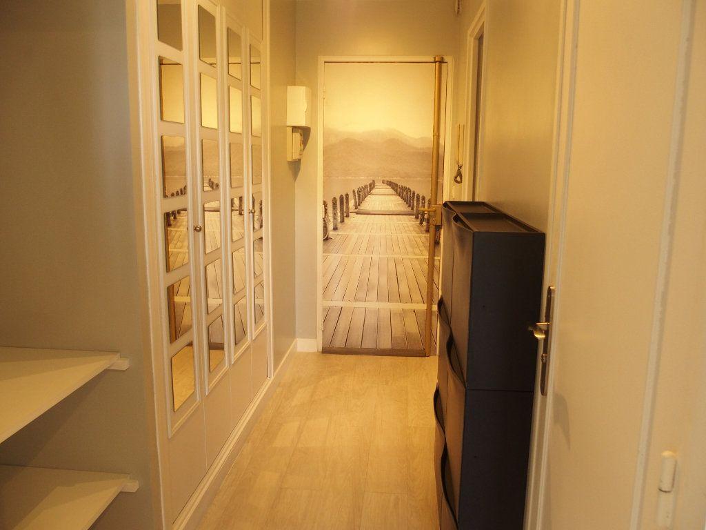 Appartement à louer 1 32m2 à Fontenay-le-Fleury vignette-2