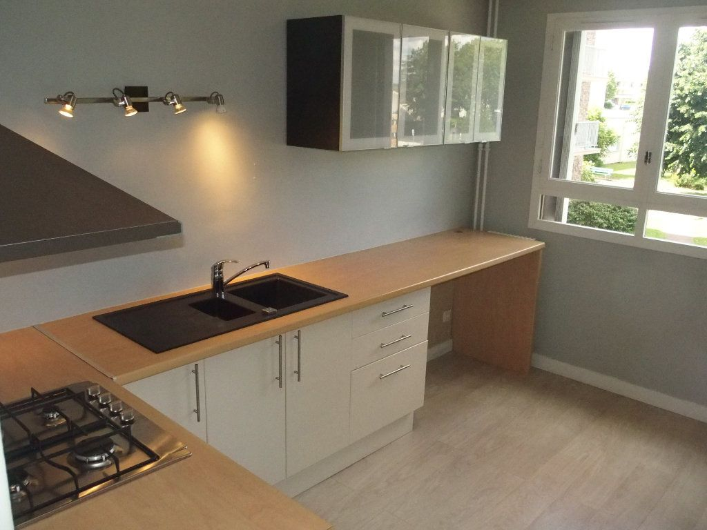 Appartement à louer 1 32m2 à Fontenay-le-Fleury vignette-3