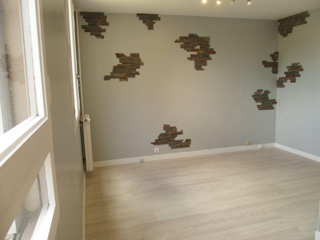 Appartement à louer 1 32m2 à Fontenay-le-Fleury vignette-5