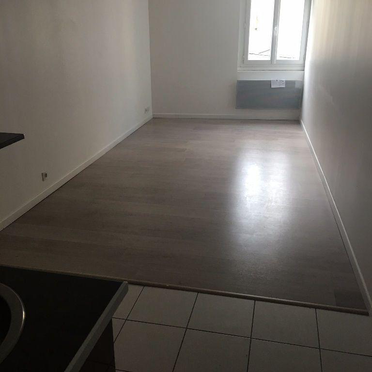 Appartement à louer 1 23m2 à Coulommiers vignette-3
