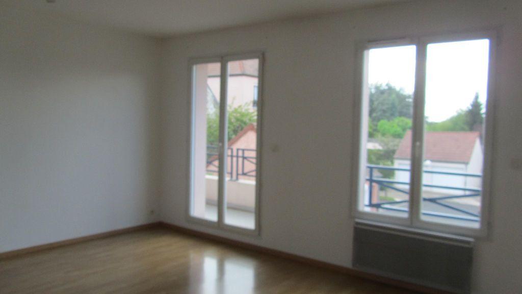 Appartement à louer 3 67m2 à Coulommiers vignette-2