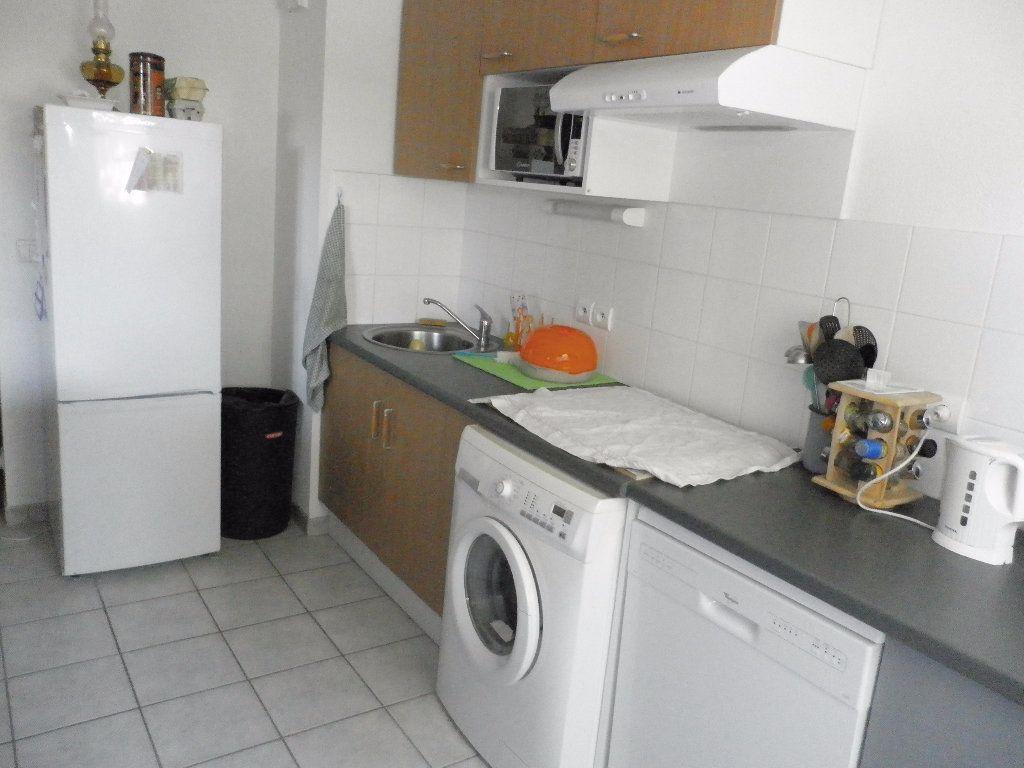 Appartement à louer 3 65m2 à Coulommiers vignette-2