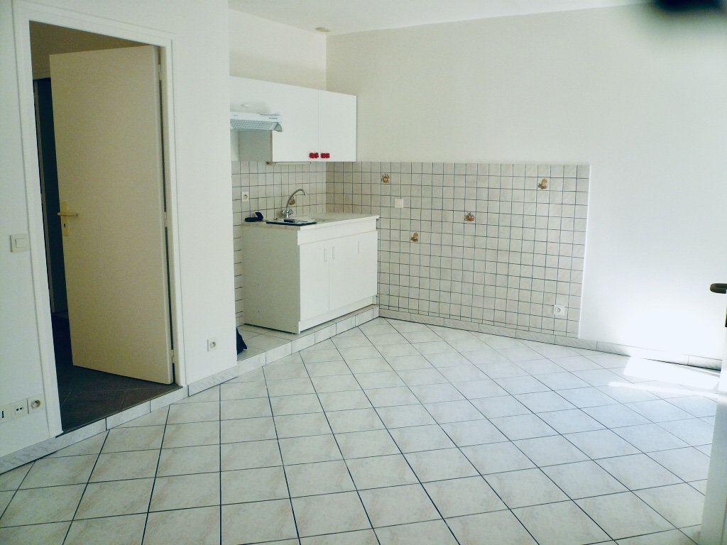Appartement à louer 2 35.44m2 à Coulommiers vignette-2