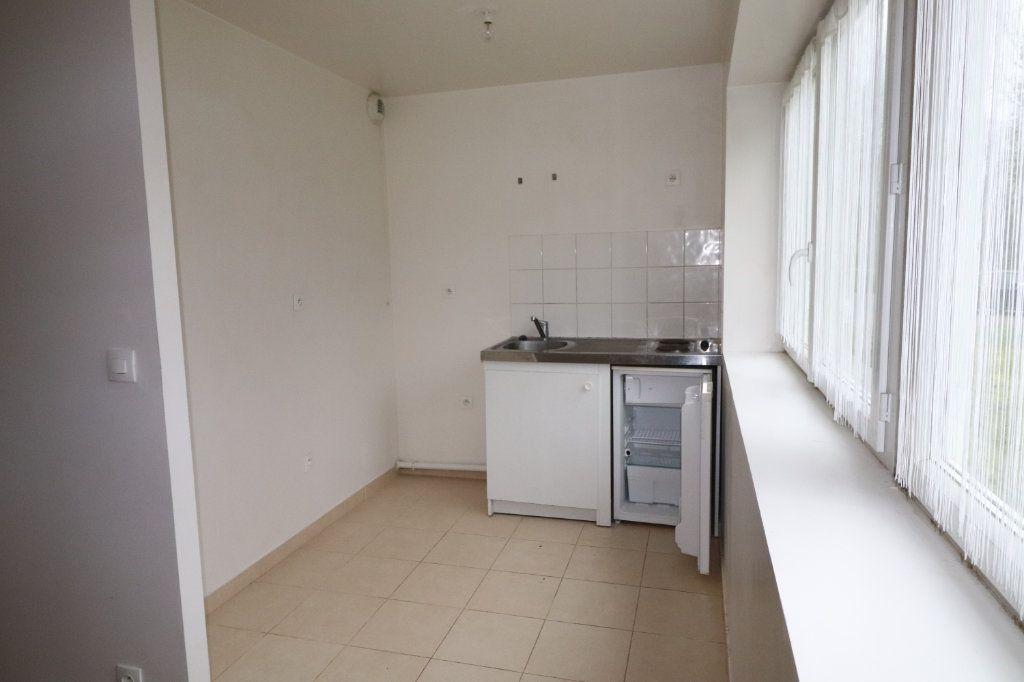 Appartement à louer 2 72.67m2 à La Ferté-Gaucher vignette-3