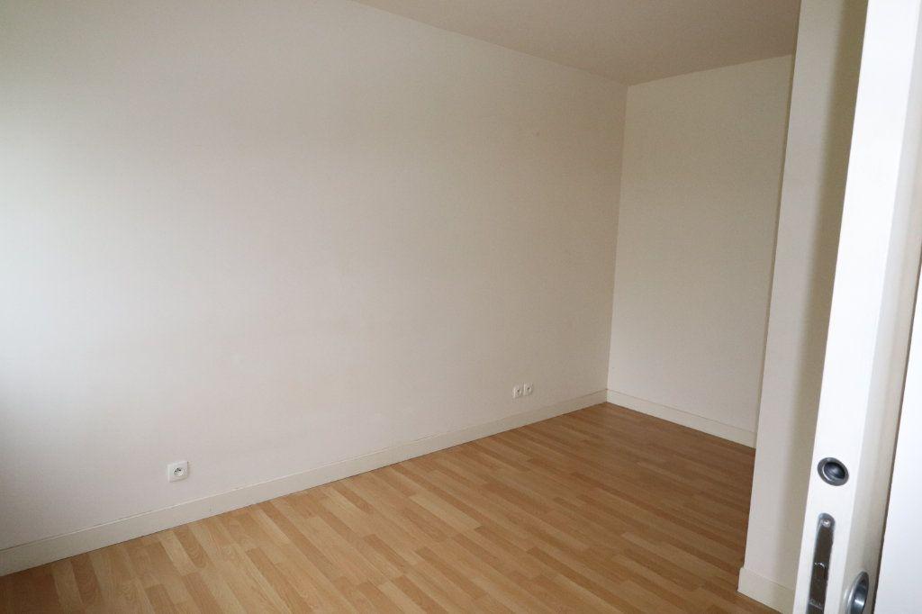 Appartement à louer 2 72.67m2 à La Ferté-Gaucher vignette-4