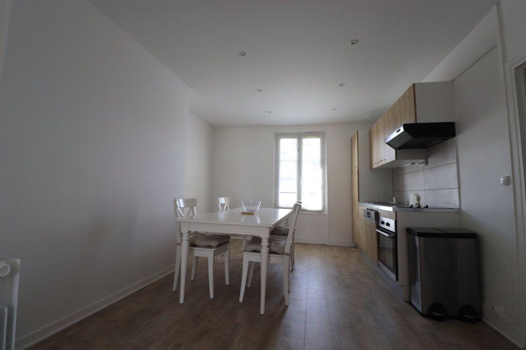 Appartement à louer 3 65.7m2 à Coulommiers vignette-2