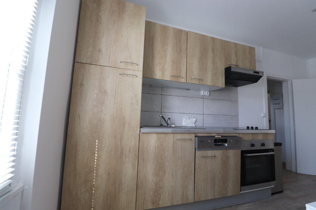 Appartement à louer 3 65.7m2 à Coulommiers vignette-3
