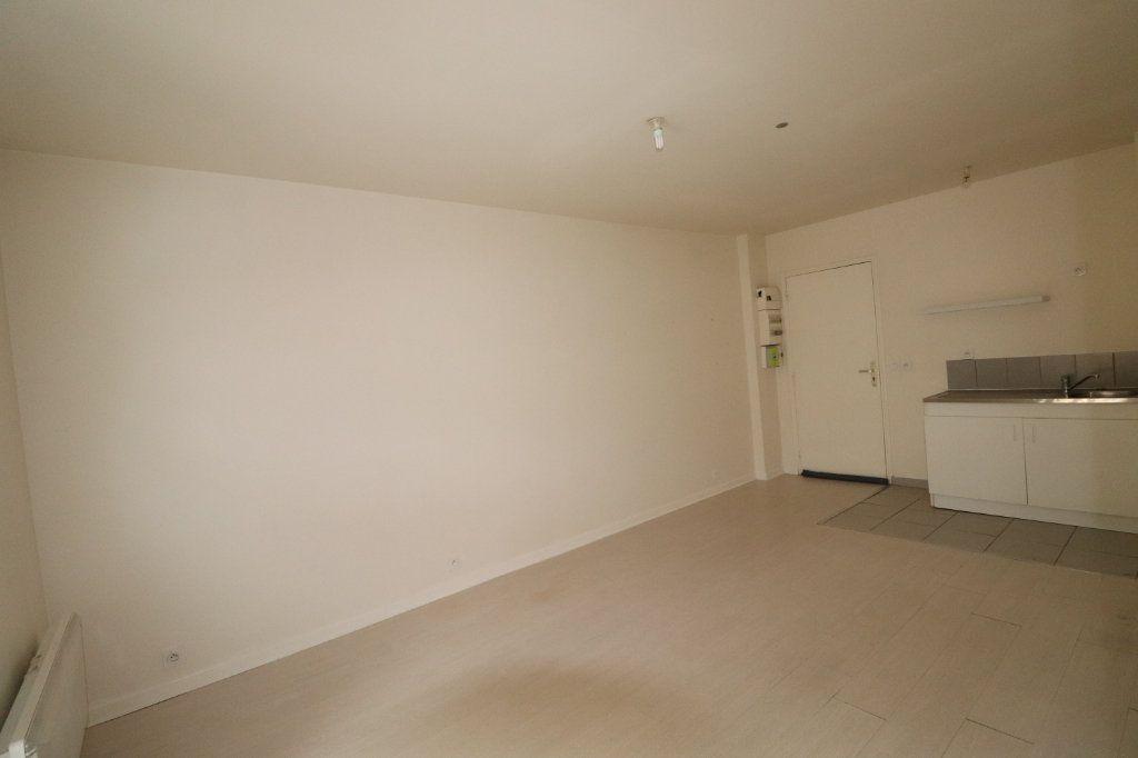 Appartement à louer 2 30.47m2 à La Ferté-Gaucher vignette-1